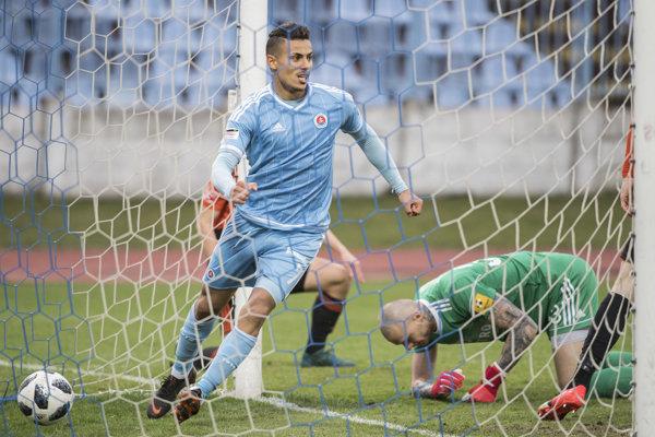 Slovanista Moha sa raduje z gólu svojho spoluhráča - ilustračná fotografia.
