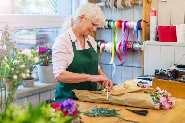Brigádujúcich dôchodcov budeme zrejme čoraz častejšie stretávať vobchodoch, hoteloch či vreštauráciách.