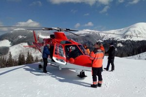 Horskí aj leteckí záchranári majú dnes za sebou náročný deň.
