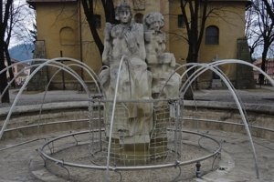 Medzi označenými pamiatkami bude aj fontána so súsoším troch žien.