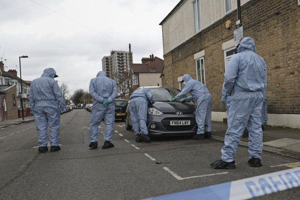 Polícia na mieste vraždy 17-ročného dievčaťa.