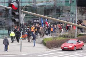 Dopravu v centre Nitry riadila počas pochodu polícia.