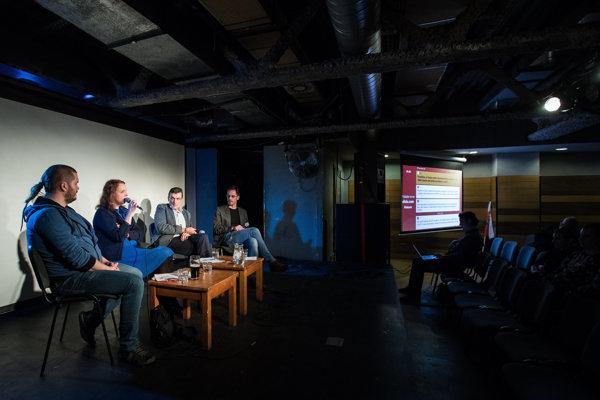 Na diskusii denníka SME hostia hovorili o tom, v čom je problém, keď ľudia neveria polícii či súdom.