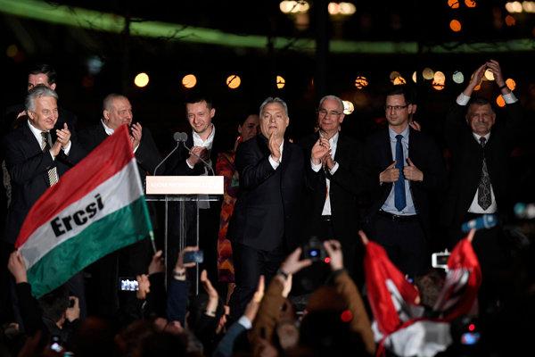 Viktor Orbán sa raduje z víťazstva v parlamentných voľbách.