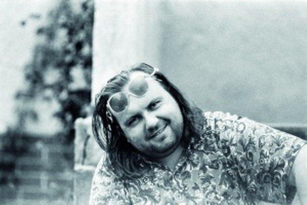 Peter Pišťanek v roku 1991 ako tridsaťjedenročný, keď mu vyšiel jeho románový debut Rivers of Babylon. Okrem tejto knihy vydal vyše desať ďalších kníh.