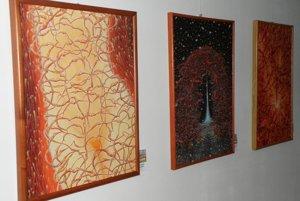 Výstava s názvom Stromy v Art point centre v Prievidzi.