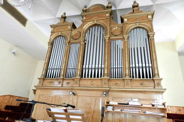 Takto vyzeral organ v kostole v Novoti.