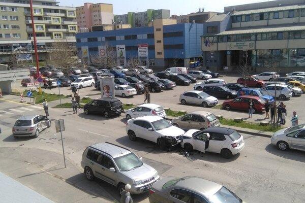Nehoda sa stala vedľa polikliniky na Starohájskej.