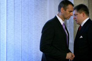 16. december 2009. Minister zdravotníctva Richard Raši a predseda vlády Robert Fico pred začiatkom rokovania vlády SR.
