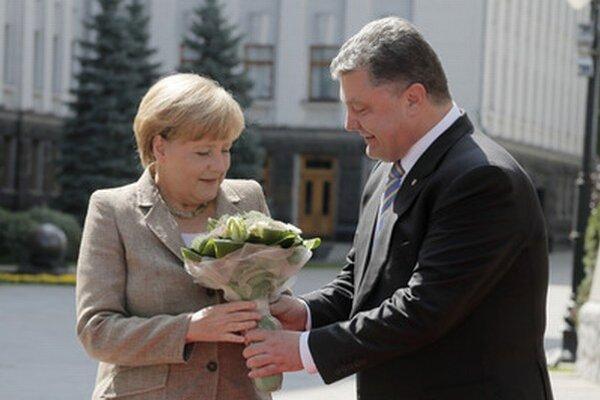 Merkelová a Porošenko.