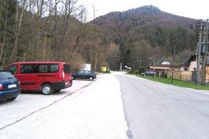 Parkovanie pred Gaderskou dolinou spoplatnia aj tento rok.