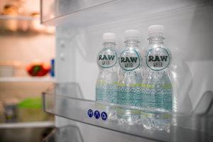 Ilustračné foto. Raw voda, ako ju predáva český výrobca RosenPharma, v skutočnosti pochádza z bezpečného zdroja.