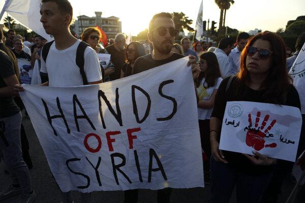 Demonštranti kritizovali aj využívanie Cypru ako štartovacieho bodu.