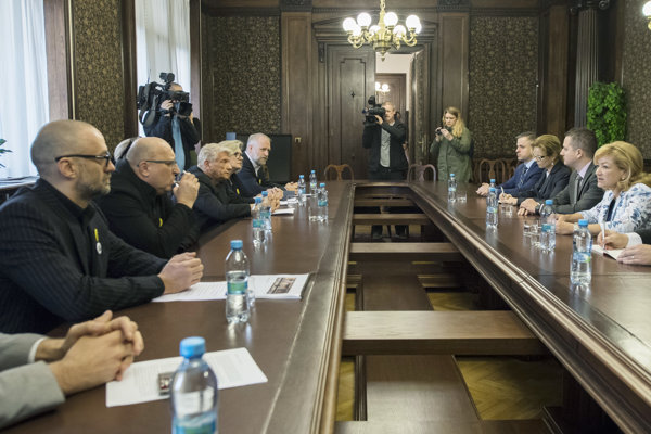 Stretnutie ministerky kultúry Ľubice Laššákovej so signatármi výzvy na jej odstúpenie.