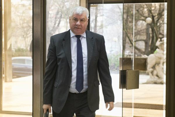 Minister dopravy a výstavby Árpád Érsek.
