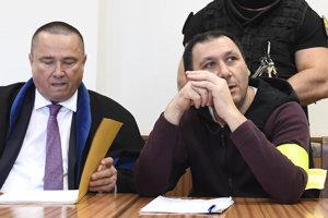 Antonino Vadala v piatok na krajskom súde, vľavo jeho obhajca.
