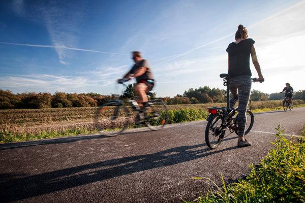 Alkohol u cyklistov tolerujú, ale nie všade