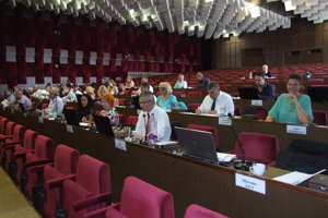 Mestské zastupiteľstvo schválilo nový poriadok odmeňovania poslancov. Pohoršia si.