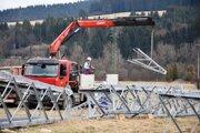 Obyvatelia Poviny, Kysuckého Lieskovca a Čadce sa musia tento týždeň pripraviť na časté prelety vrtuľníka. Dôvodom je rekonštrukcia starého elektrického vedenia.