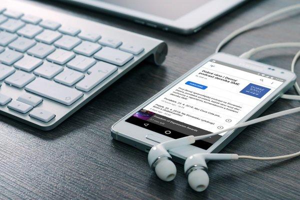 Podcasty v aplikáciách Google na telefónoch Android.