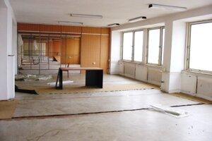 Takto vyzerali bývalé kancelárie Sporoinvestu po jeho krachu.
