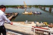 Návštevnícke centrum budúceho mosta cez rieku Dunaj.