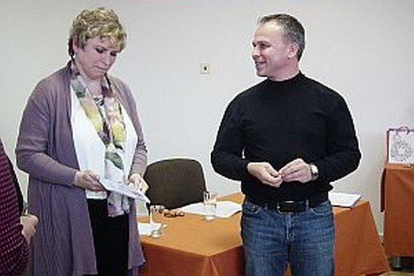 Júlia Illešová s MUDr. Milanom Grofikom z neurologickej kliniky Martin.