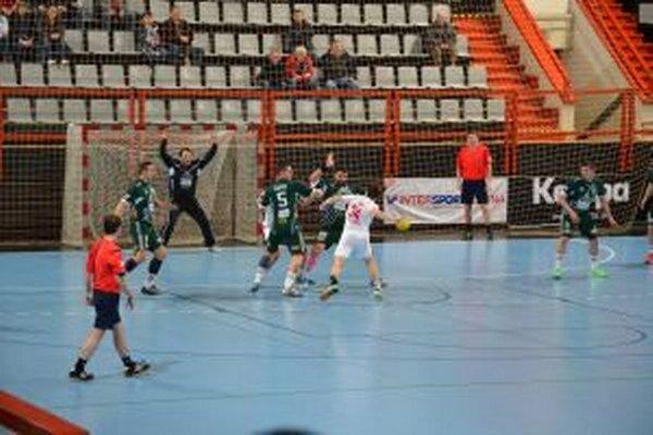 Vallo (v bielom) dal Tatranu desať gólov.