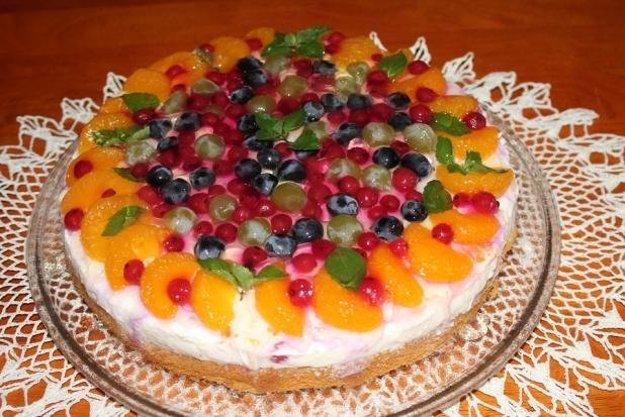 Tvarohovo-ovocná torta so želé