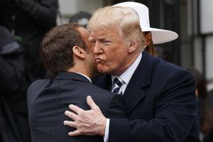 Trump víta Macrona.