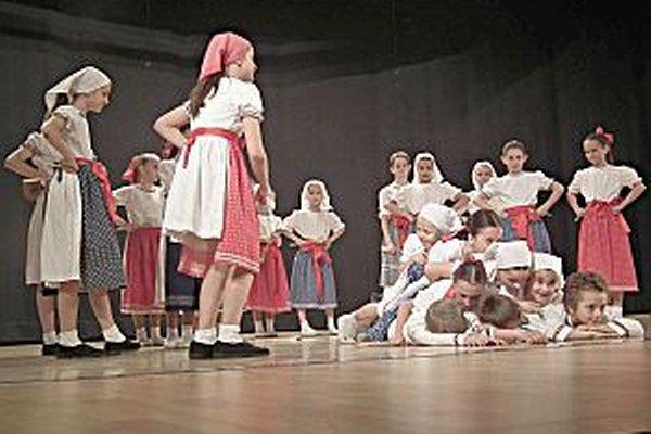 Hravosť. Tá je dôležitou súčasťou choreografií malých folkloristov.