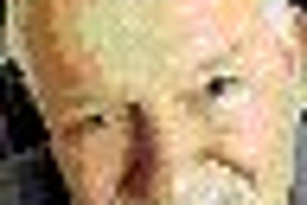 Miroslav Kusý (1931) je politológ a filozof. Žije v Bratislave. Bol rektorom Univerzity Komenského v Bratislave. Je členom rôznych organizácií na ochranu ľudských práv a autorom viacerých publikácií. Medzi jeho posledné knihy esejí patria Čo s našimi Maď