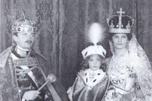 Uhorská kráľovná Zita s manželom Karolom a synom Ottom.