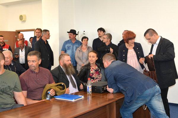 Slovenskí farmári čakajú v Košiciach na ministerku.