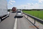Jedno z poškodených vozidiel.