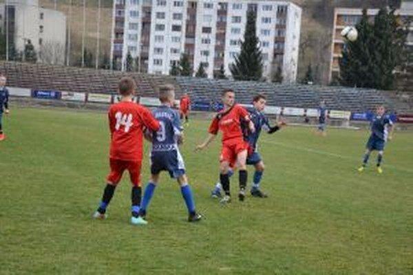 Starší žiaci Dubnice sú v 2. lige zatiaľ na druhej priečke.