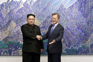 Kim Čong-un (vľavo) a Mu Če-in.