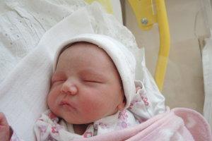 Ema Kvasničková (3200 g, 49 cm) sa narodila 17. apríla Veronike a Lukášovi z Dubnice nad Váhom. Doma už majú 5-ročnú Sofinku.