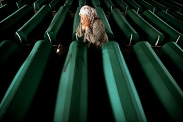 Srebrenická žena.