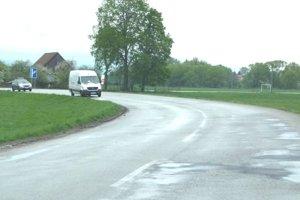 Na ceste medzi Turčianskymi Teplicami a Malým Čepčínom.