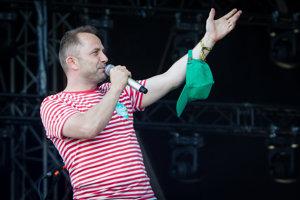 Michal Kaščák pochádza z Trenčína. Ako dieťa začínal s hudbou v legendárnej alternatívnej skupine Bez ladu a skladu, neskôr hral v Neurope. V roku 1997 založil festival Pohoda, ktorý je dnes najväčšou letnou hudobnou akciou na Slovensku.