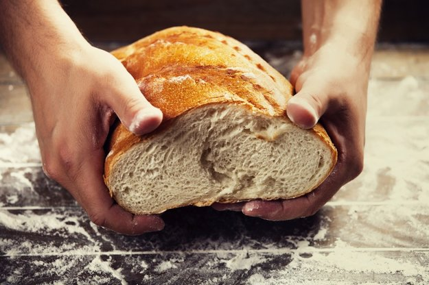 Chválil som chlieb, aký sa kedysi piekol na Slovensku. Vôňu, chrumkavú kôrku, lahodnú striedku.