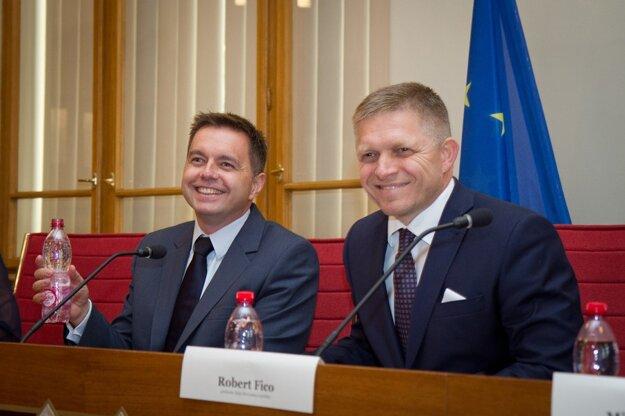 Vláda schválila volebný rozpočet Smeru.