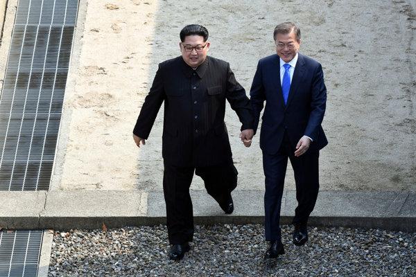 Historické stretnutie lídrov Severnej a Južnej Kórey.