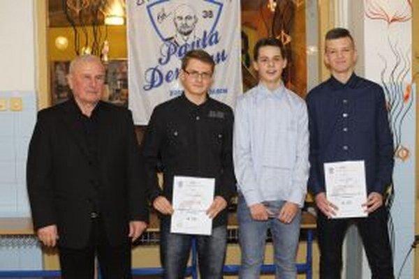 Najlepší v kategórii U 15 bol Alex Brezina (druhý zľava).