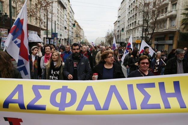 Protestovali aj prívrženci komunistickej strany, pochodovali s nápisom