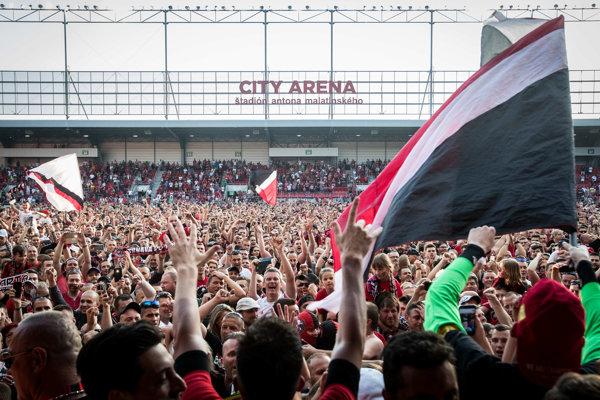 Fanúšikovia Trnavy sa radujú z majstrovského titulu.
