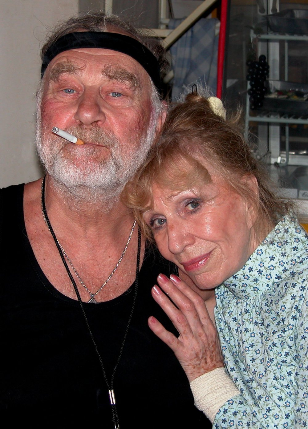 Bláznivých manželov v Nemocnici na pokraji si v hre divadla Nová scéna zahrali herci Leopold Haverl (vľavo) a Mária Kráľovičová (vpravo). Rok 2004