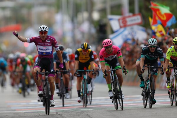 Tretiu etap na Giro d´Italia 2018 vyhral Talian Elia Viviani z tímu Quick-Step Floors.