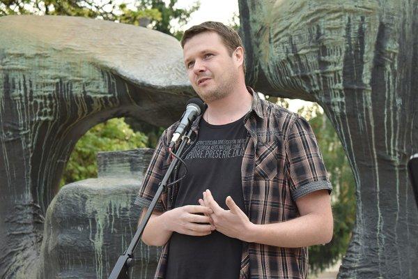 Novinár Vladimír Šnídl je rodák z Považskej Bystrice.